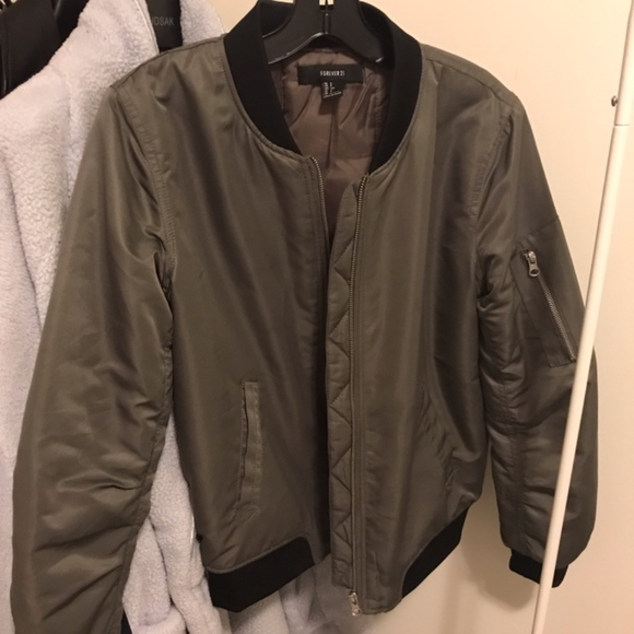 Forever 21 Jackets & Blazers - Forever 21 Padded Bomber Jacket Size Small Excelle